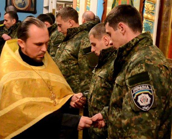 Перед отправлением в зону АТО кировоградские правоохранители помолились за мир в Украине (фото) (фото) - фото 1