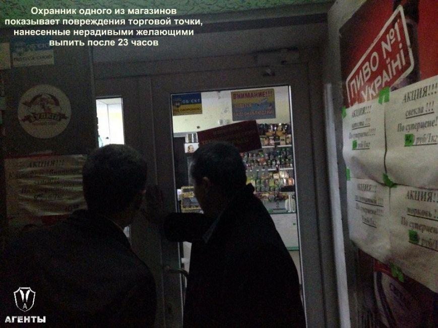 В Симферополе пьяные дебоширы выбивают окна и двери в магазинах, где отказались продавать спиртное ночью (ФОТО), фото-3
