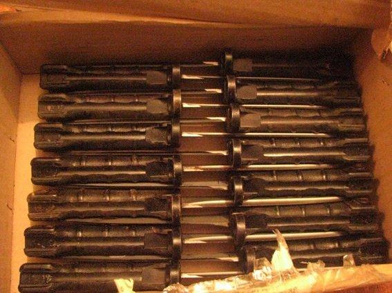 В Мелитополе задержали пассажира поезда, перевозившего арсенал ножей и сигнальные ракеты (ФОТО) (фото) - фото 1