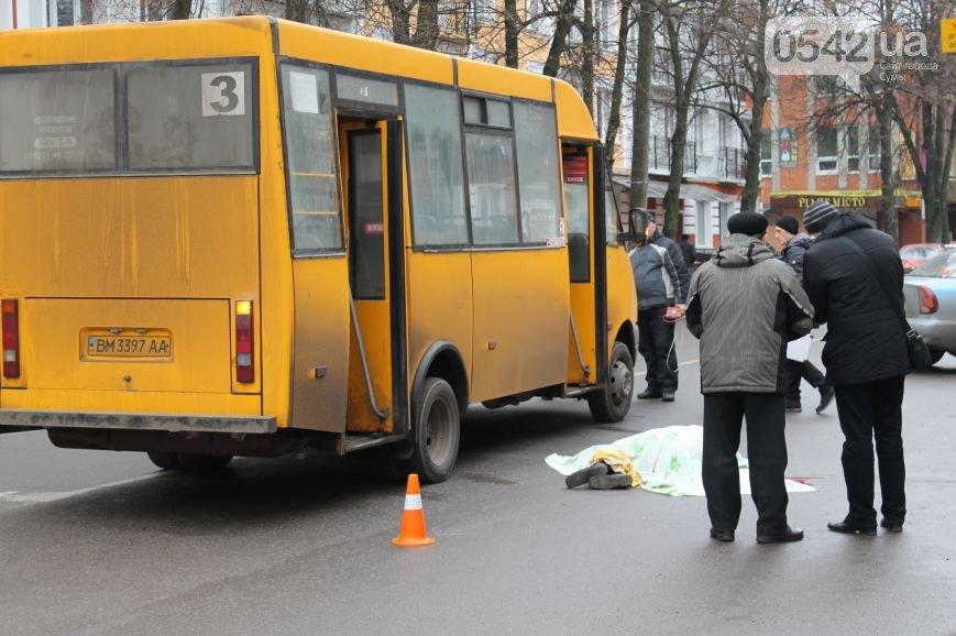 В Сумах водитель маршрутки поехал на красный, и сбил насмерть  пожилую женщину (фото) - фото 1