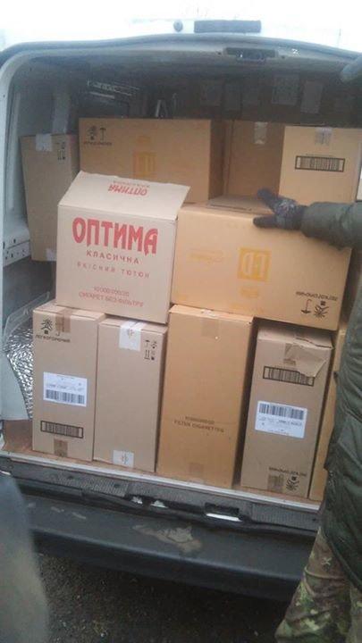 Комбат «Донбасса» заявил, что обнаружил в гуманитарном конвое Ахметова еду для солдат (ФОТО), фото-2