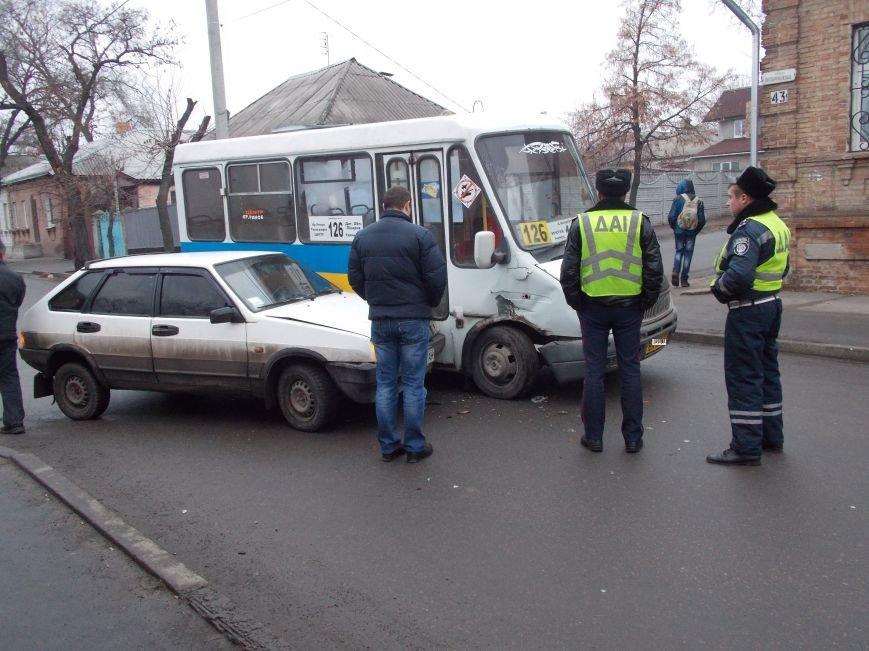 В Кировограде произошло ДТП с участием маршрутки (фото) (фото) - фото 1