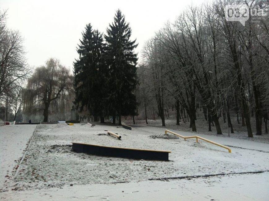 Попри відсутність снігу, львів'ян запрошують покататися на санчатах та лижах у Парку культури (фото) - фото 1