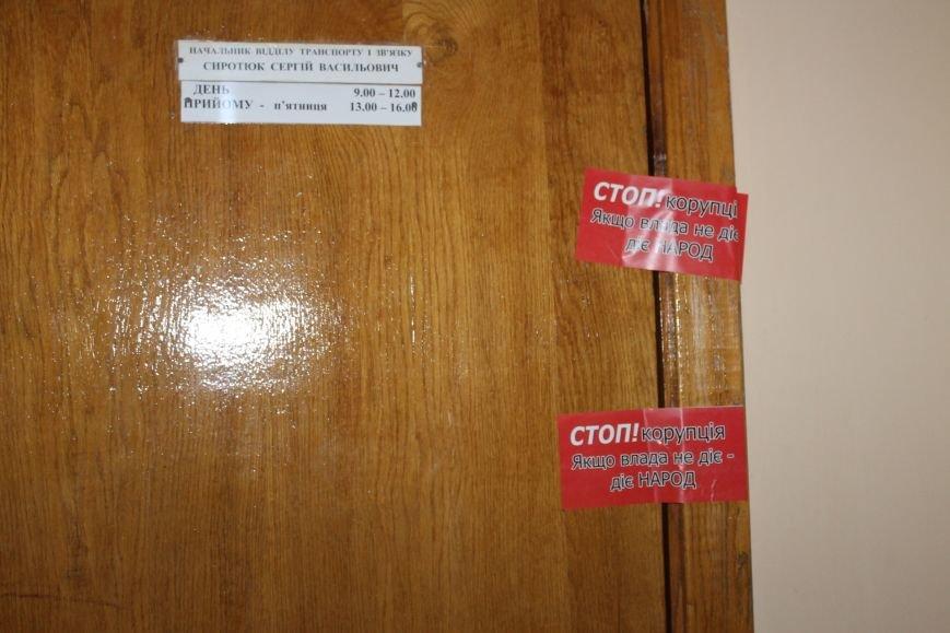 Активисты опечатали двери чиновников криворожского горисполкома наклейками «Стоп коррупционер» (ФОТО), фото-5