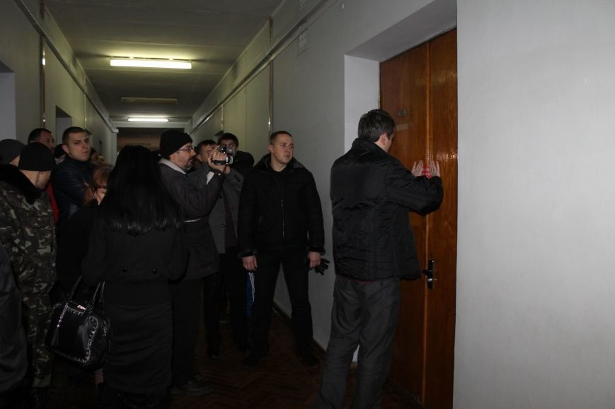 Активисты опечатали двери чиновников криворожского горисполкома наклейками «Стоп коррупционер» (ФОТО), фото-3