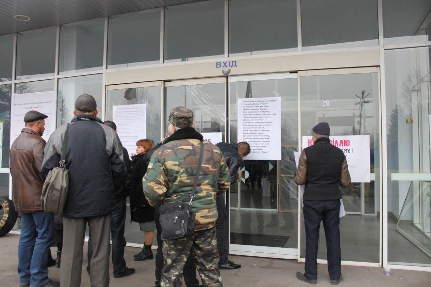Активисты опечатали двери чиновников криворожского горисполкома наклейками «Стоп коррупционер» (ФОТО), фото-2
