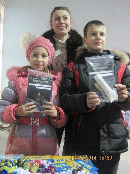 На выставке-ярмарке криворожане собрали средства на нужды армии и подготовили именные подарки для бойцов (ФОТО) (фото) - фото 1