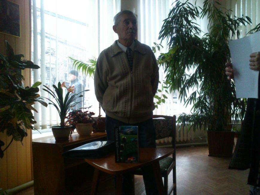 В Днепродзержинской центральной библиотеке состоялась презентация книги украинского писателя Виктора Савченко, фото-2