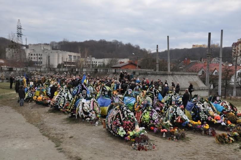 ФОТОРЕПОРТАЖ: Львів попрощався із своїм Героєм - Тарасом Стельмахом (фото) - фото 1