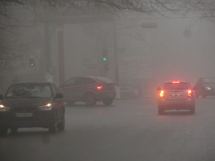 На дорогах Мариуполя  водители перемещаются ощупью (ФОТОФАКТ) (фото) - фото 1