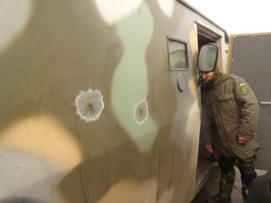 Солдаты передали продукты детям и  старикам поселков, выживавших под обстрелами без средств к существованию(ФОТОРЕПОРТАЖ) (фото) - фото 1