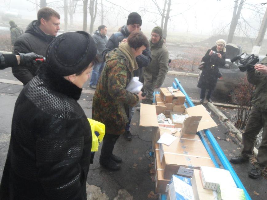 Солдаты передали продукты детям и  старикам поселков, выживавших под обстрелами без средств к существованию(ФОТОРЕПОРТАЖ) (фото) - фото 3