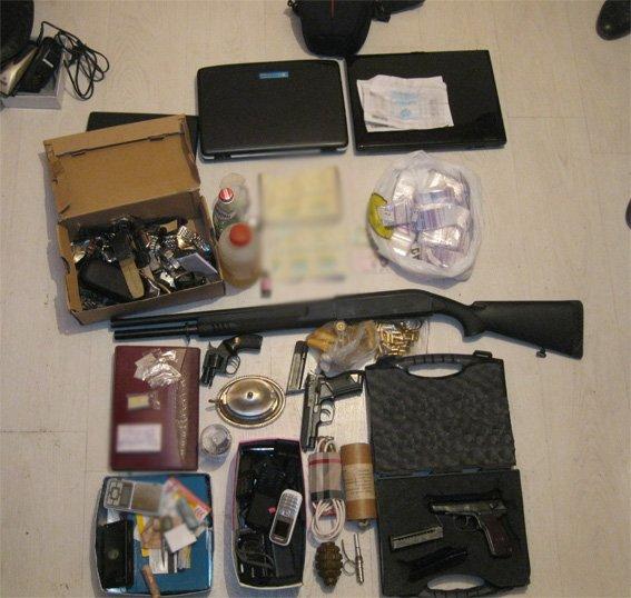 У Кировоградца работники милиции изъяли арсенал оружия и психотропные вещества (фото) - фото 1