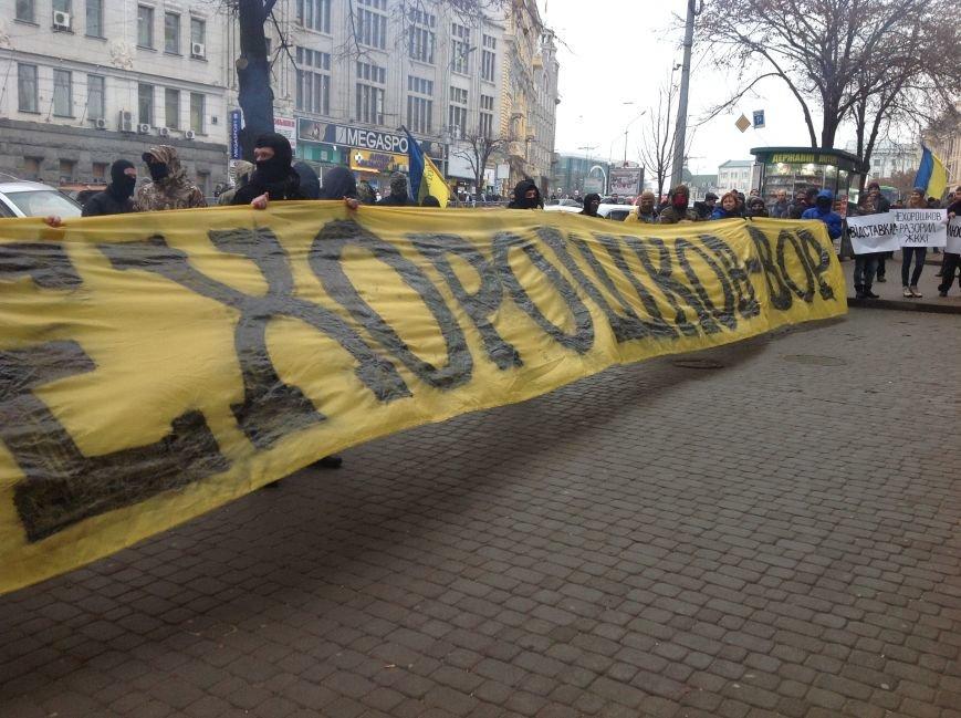 В Харькове активисты хотели устроить мусорную люстрацию чиновнику горсовета (ФОТО+ВИДЕО), фото-3