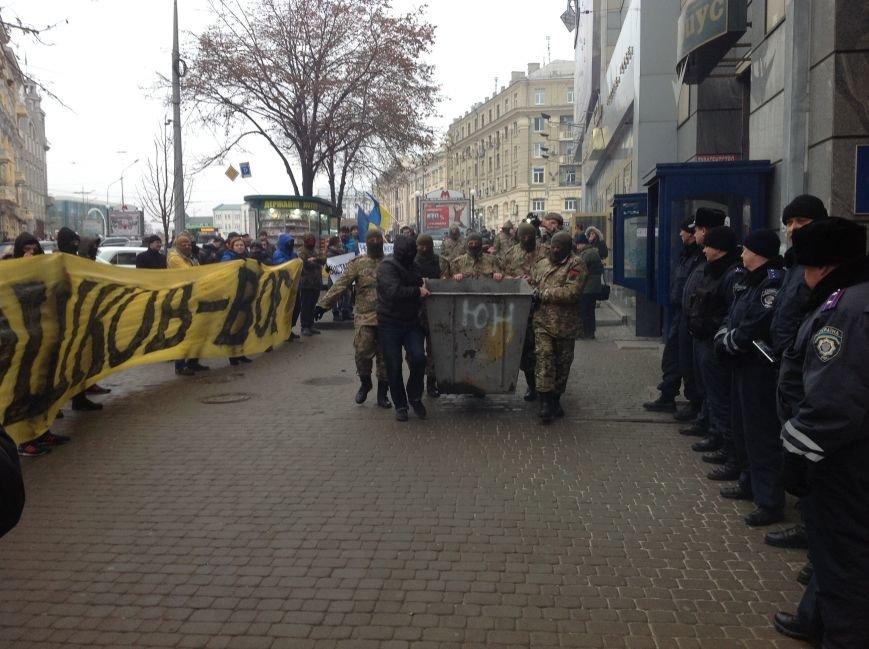 В Харькове активисты хотели устроить мусорную люстрацию чиновнику горсовета (ФОТО+ВИДЕО), фото-4
