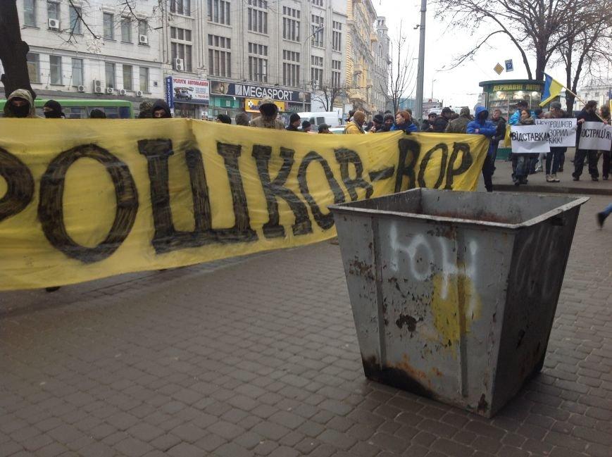 В Харькове активисты хотели устроить мусорную люстрацию чиновнику горсовета (ФОТО+ВИДЕО), фото-5