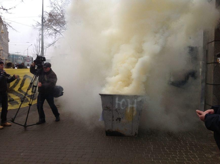В Харькове активисты хотели устроить мусорную люстрацию чиновнику горсовета (ФОТО+ВИДЕО), фото-6