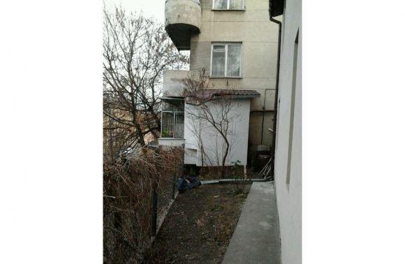 Чоловік, який випав з четвертого поверху у центрі Львова, заліз в чужу квартиру через вікно (ФОТО) (фото) - фото 1