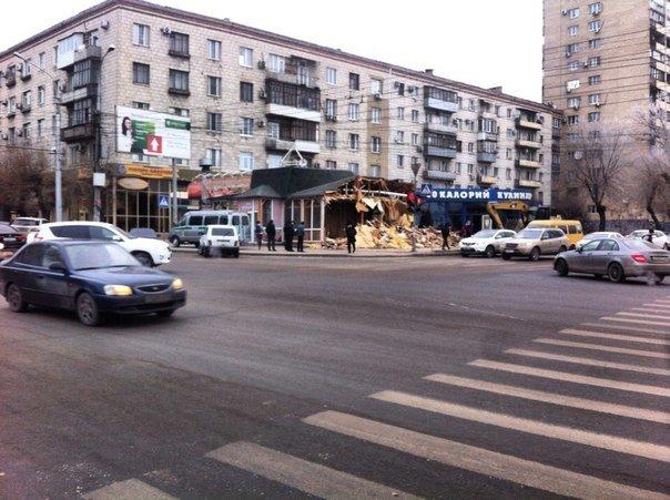В Волгограде снесли «Дары Армении» (фото) - фото 1