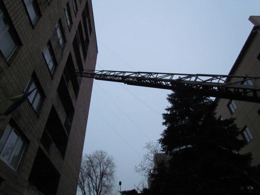 Из здания мариупольского общежития во время пожара эвакуировали двоих пострадавших (ФОТО), фото-14