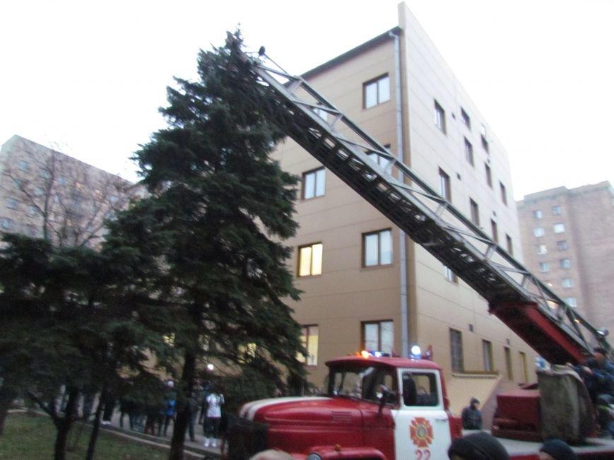 Из здания мариупольского общежития во время пожара эвакуировали двоих пострадавших (ФОТО), фото-13