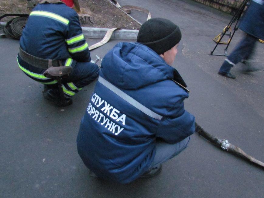 Из здания мариупольского общежития во время пожара эвакуировали двоих пострадавших (ФОТО), фото-16