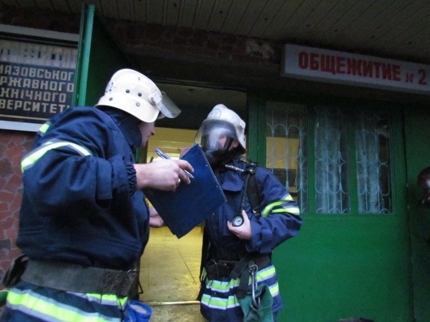 Из здания мариупольского общежития во время пожара эвакуировали двоих пострадавших (ФОТО), фото-11