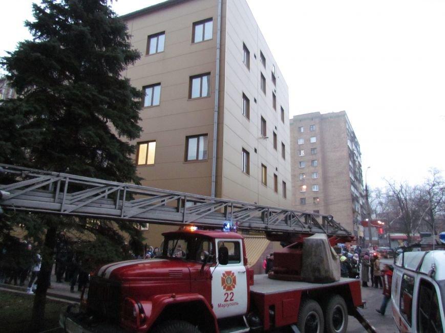 Из здания мариупольского общежития во время пожара эвакуировали двоих пострадавших (ФОТО), фото-12