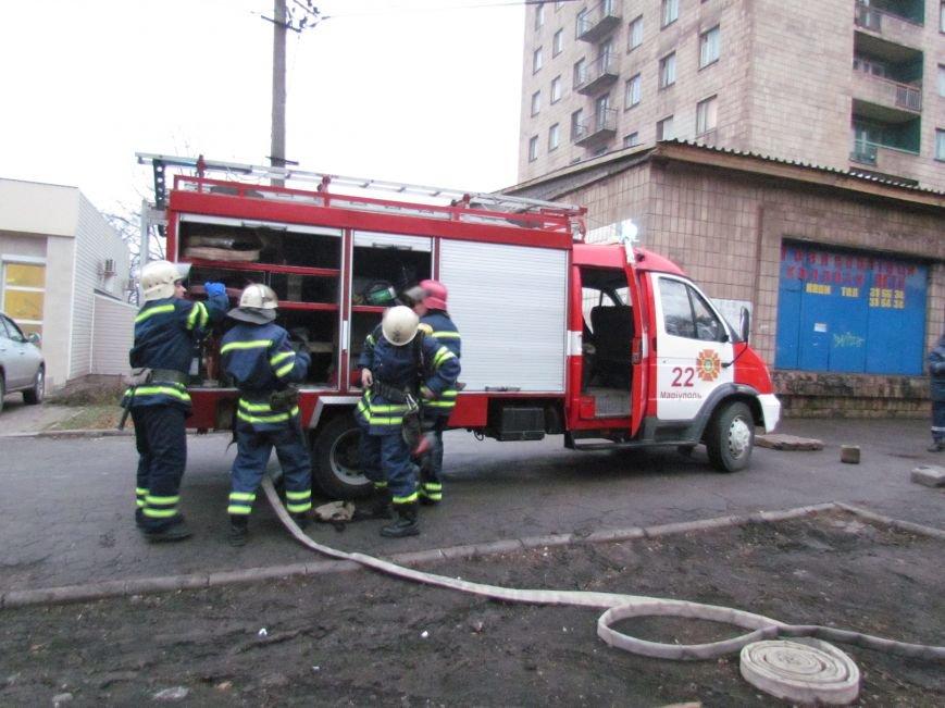 Из здания мариупольского общежития во время пожара эвакуировали двоих пострадавших (ФОТО), фото-8