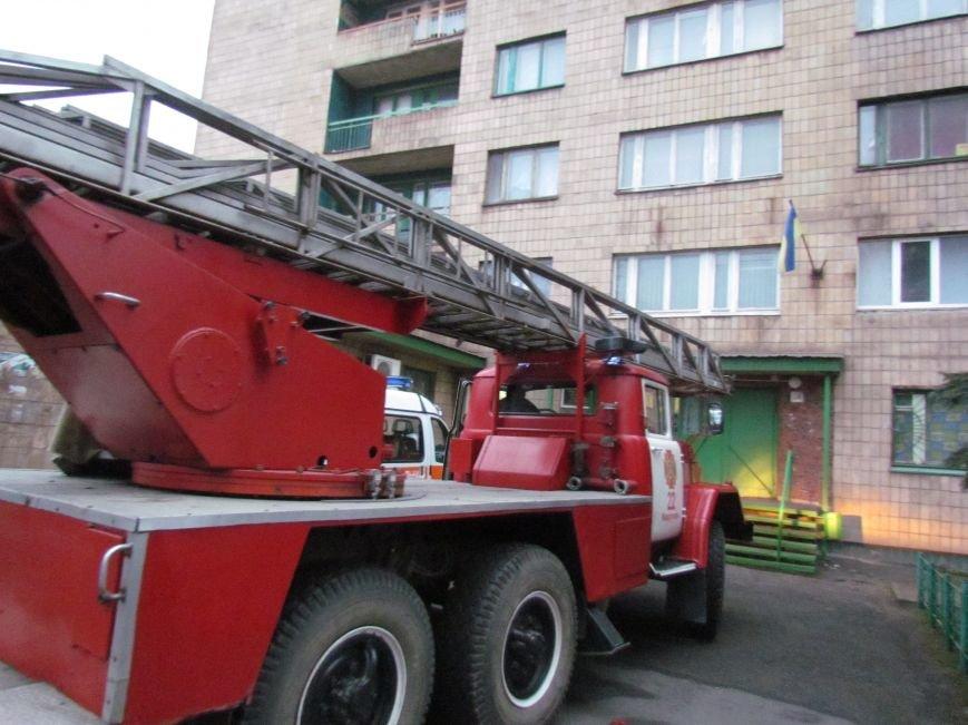 Из здания мариупольского общежития во время пожара эвакуировали двоих пострадавших (ФОТО), фото-9
