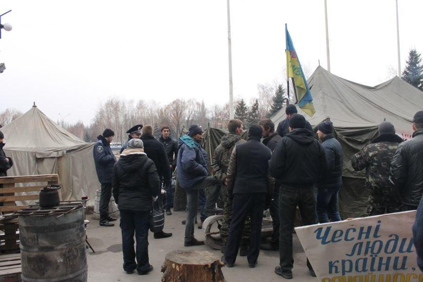 Спецбатальон «Кривбасс» попросил активистов покинуть здание горисполкома (ФОТО), фото-5