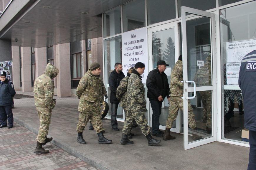 Спецбатальон «Кривбасс» попросил активистов покинуть здание горисполкома (ФОТО), фото-1