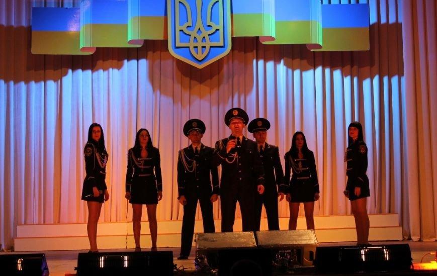 В Артемовске для военных и милиционеров выступил ансамбль МВД из Николаева, фото-1