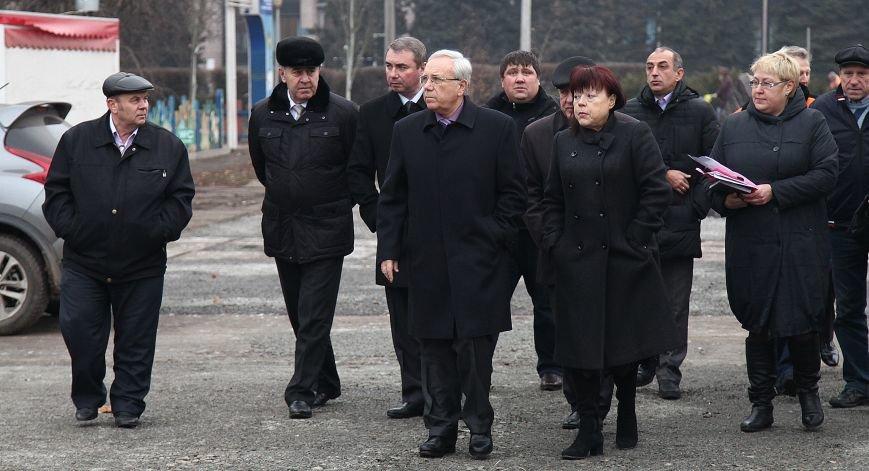 После отпуска мэр Кривого Рога Юрий Вилкул сразу проверил, как идут работы в елочном городке на новом месте (ФОТО), фото-3