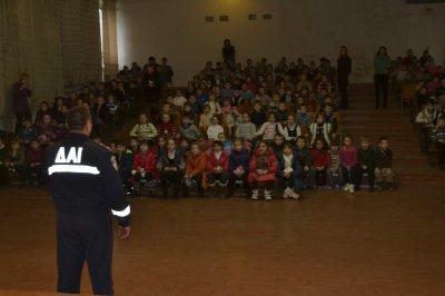 Сотрудники ГАИ перед зимними каникулами  рассказали школьникам о детском травматизме на дорогах  (ФОТО), фото-3