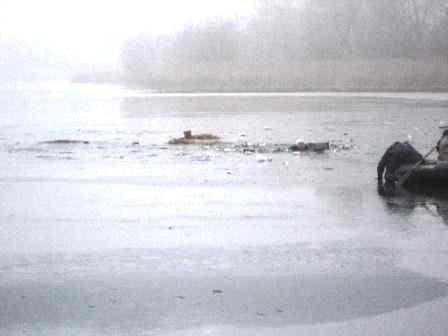 На Куриловском котловане рыбак провалился под лед, фото-2