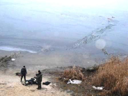 На Куриловском котловане рыбак провалился под лед, фото-3