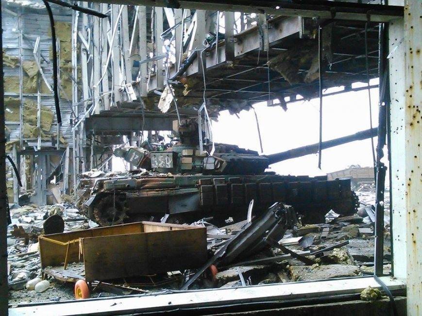 В Сети появились новые фото разрушенного донецкого аэропорта (фото) - фото 1