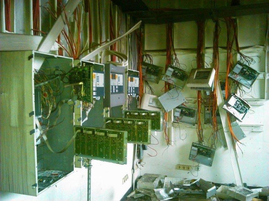 В Сети появились новые фото разрушенного донецкого аэропорта (фото) - фото 4