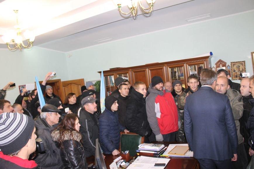 В Кривом Роге протестующие срезали болгаркой забор у офиса «Метинвеста» и под крики «Ганьба!» вошли в кабинет директора (ДОБАВЛЕНЫ ФОТО), фото-16