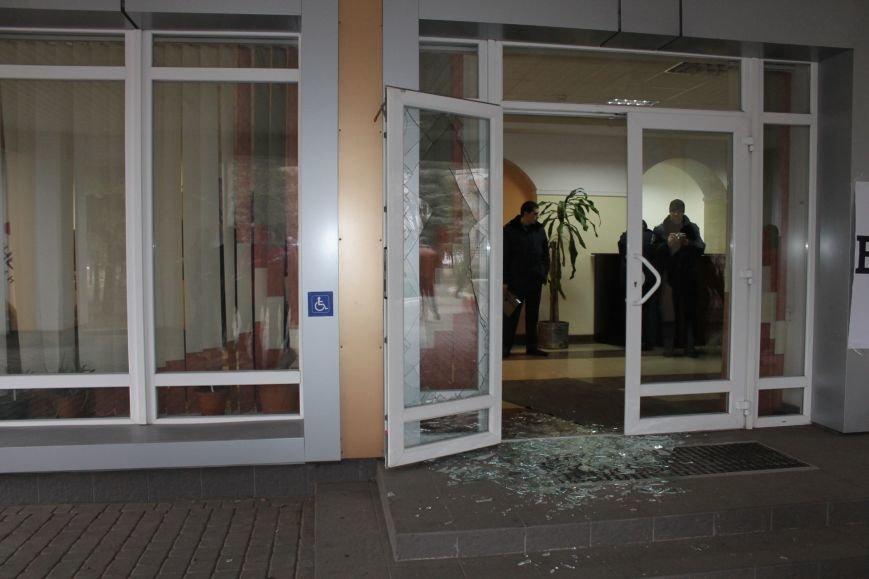 В Кривом Роге протестующие срезали болгаркой забор у офиса «Метинвеста» и под крики «Ганьба!» вошли в кабинет директора (ДОБАВЛЕНЫ ФОТО), фото-17