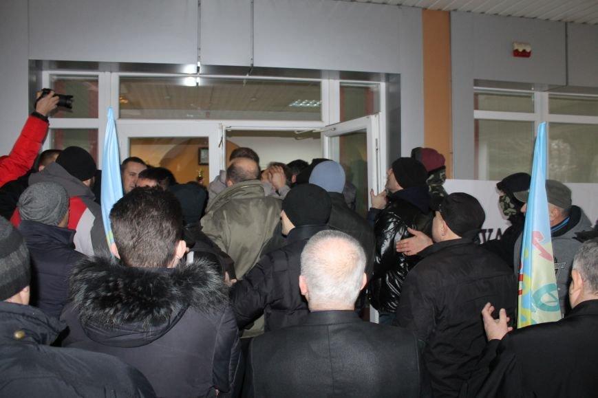 В Кривом Роге протестующие срезали болгаркой забор у офиса «Метинвеста» и под крики «Ганьба!» вошли в кабинет директора (ДОБАВЛЕНЫ ФОТО), фото-13