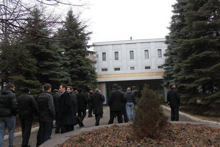 В Кривом Роге протестующие срезали болгаркой забор у офиса «Метинвеста» и под крики «Ганьба!» вошли в кабинет директора (ДОБАВЛЕНЫ ФОТО), фото-19