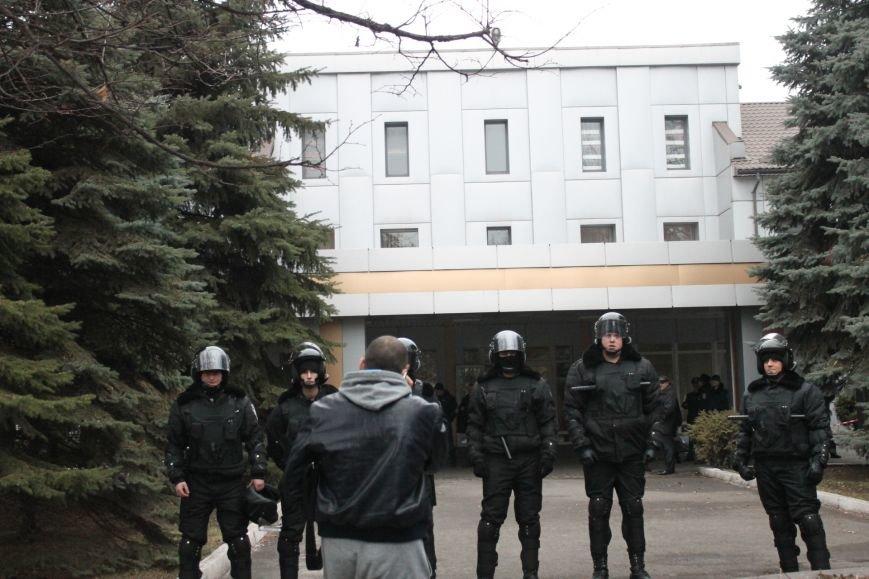 В Кривом Роге протестующие срезали болгаркой забор у офиса «Метинвеста» и под крики «Ганьба!» вошли в кабинет директора (ДОБАВЛЕНЫ ФОТО), фото-20