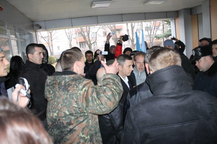 В Кривом Роге протестующие срезали болгаркой забор у офиса «Метинвеста» и под крики «Ганьба!» вошли в кабинет директора (ДОБАВЛЕНЫ ФОТО), фото-10
