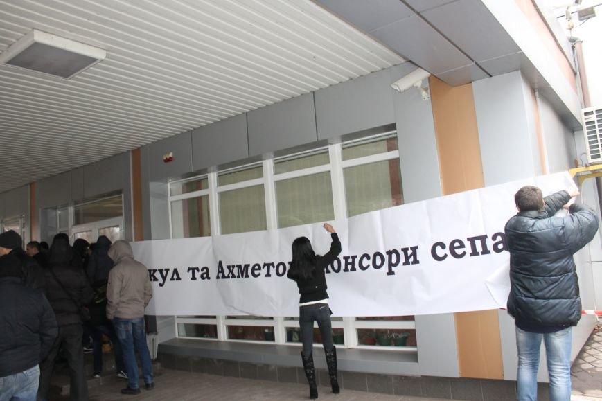 В Кривом Роге протестующие срезали болгаркой забор у офиса «Метинвеста» и под крики «Ганьба!» вошли в кабинет директора (ДОБАВЛЕНЫ ФОТО), фото-11