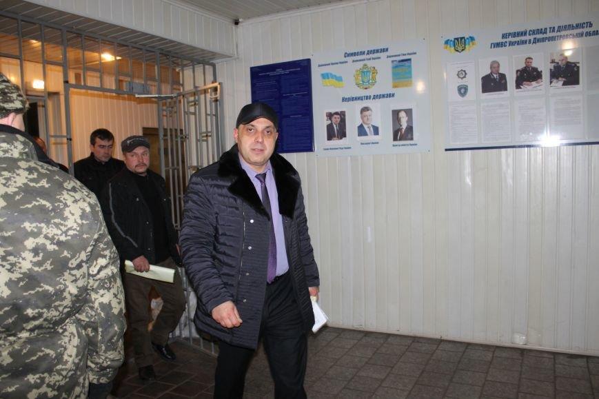 Правоохранители Кривого Рога доставили в РОВД для дачи показаний трех участников акции протеста (ДОБАВЛЕНЫ ФОТО), фото-3