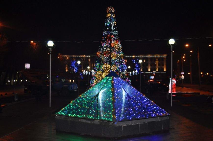 ФОТОРЕПОРТАЖ: В Запорожье готовят грандиозную новогоднюю иллюминацию (фото) - фото 1