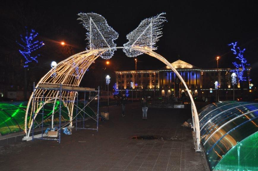 ФОТОРЕПОРТАЖ: В Запорожье готовят грандиозную новогоднюю иллюминацию (фото) - фото 2