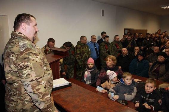 У Львові малюки зустріли своїх батьків з АТО з прапорами та обіймами (ФОТОРЕПОРТАЖ) (фото) - фото 4